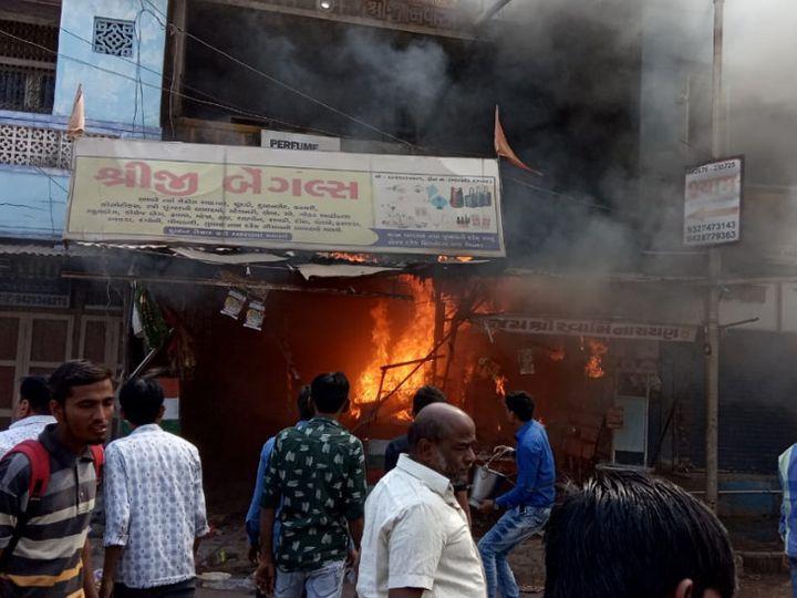 ગેસ્ટ હાઉસ અને દુકાનોમાં આગ - Divya Bhaskar