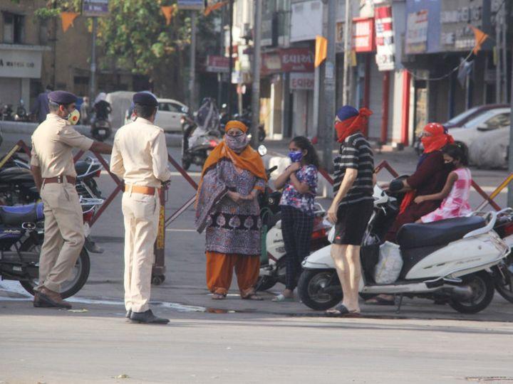 પોલીસે મહિલાઓને ખખડાવી - Divya Bhaskar