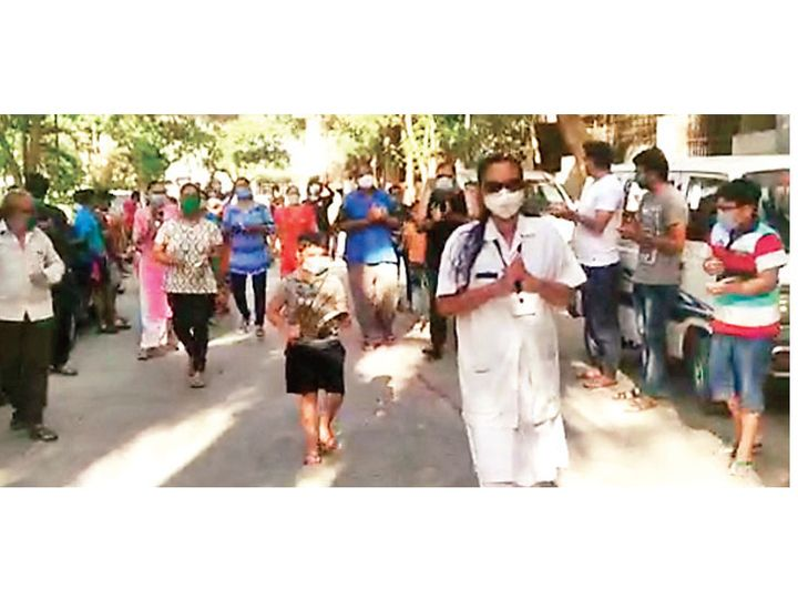 કોરોનાના વોર્ડમાં ડ્યૂટી પૂર્ણ કરી 7 દિવસ બાદ ઘરે પહોંચતા નર્સનું રહીશોએ સ્વાગત કર્યું - Divya Bhaskar