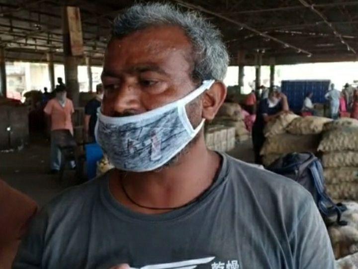ખેડૂતને ડુંગળીના પૂરતા ભાવ નહીં મળતા તે રડી પડ્યો હતો - Divya Bhaskar