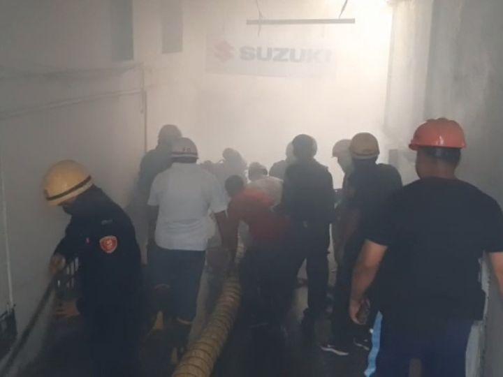 બેઝમેન્ટમાં આગ લાગ્યા બાદ ઓક્સિજનના માસ્ક પહેરીને ફાયરના જવાનોએ ધુમાડો દૂર કરી આગ પર કાબૂ મેળવ્યો હતો. - Divya Bhaskar