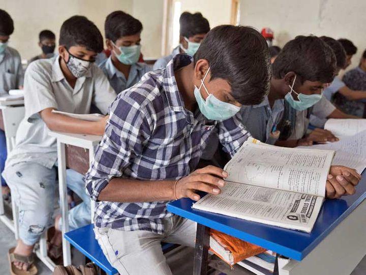 કોરાનાને કારણે સ્કૂલો લાંબો સમય સુધી બંધ રહેતાં શિક્ષણ વિભાગ દ્વારા અભ્યાસક્રમમાં ઘટાડો કરવાનું આયોજન કરાઈ રહ્યું છે. - Divya Bhaskar