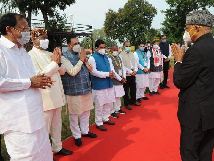 મુખ્યમંત્રી રૂપાણી સહિતના મહાનુભાવે દ્વારા રાષ્ટ્રપતિનું સ્વાગત કરાયું. - Divya Bhaskar