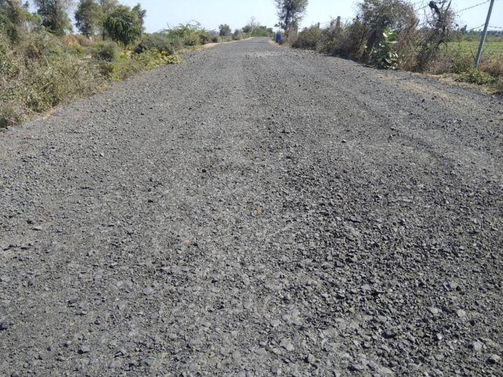 25 કિ.મી રસ્તા પર ઠેરઠેર ખાડાઓથી વાહનચાલકોમાં અકસ્માતનો ભય - Divya Bhaskar
