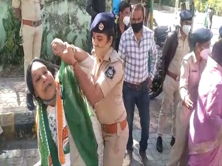 પોલીસે કોંગી મહિલા આગેવાનની અટકાયત કરી - Divya Bhaskar