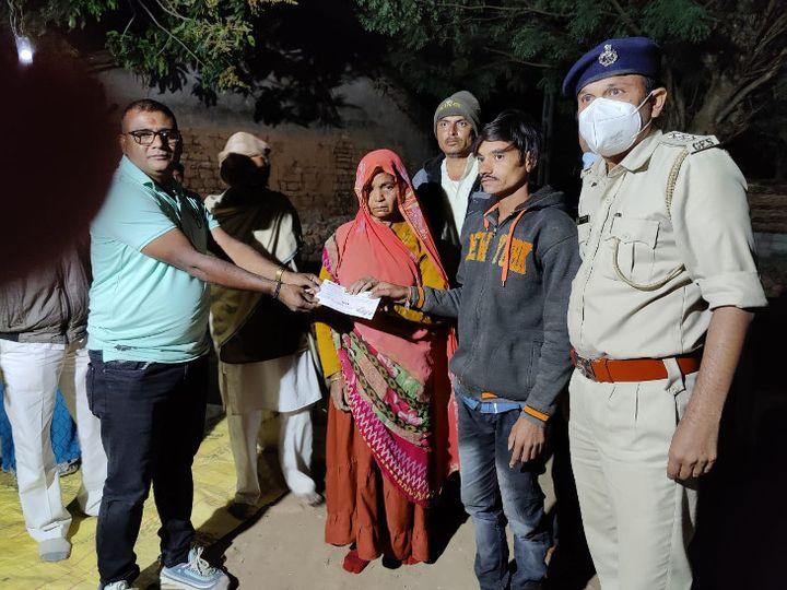 મહુવા વન વિભાગ દ્વારા પરિવારને 4 લાખનો ચેક અર્પણ કરાયો. - Divya Bhaskar