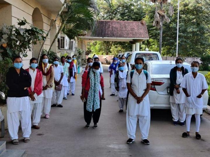 આરોગ્ય અધિકારી અને જિલ્લા વિકાસ અધિકારીને આવેદન પત્ર પાઠવી રજૂઆત કરી હતી. - Divya Bhaskar