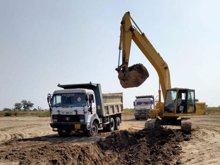 જનસાળી ગામે ગેરકાયદેે રીતે થતું માટીનું ખનન અટકાવવા માંગ કરી હતી. - Divya Bhaskar
