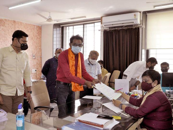શુભમૂહર્તમાં ઉમેદવારોએ ફોર્મ ભરી જીતની આશા વ્યક્ત કરી - Divya Bhaskar