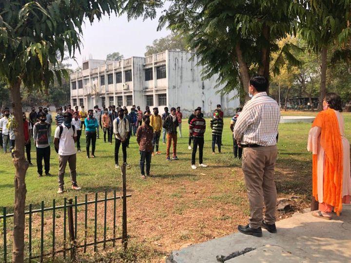 વડોદરામાં ચૂંટણી પંચ દ્વારા વિવિધ સ્કૂલો અને કોલેજોમાં નોટા અંગેની જાગૃતિ માટે કાર્યક્રમો યોજાયા હતા - Divya Bhaskar