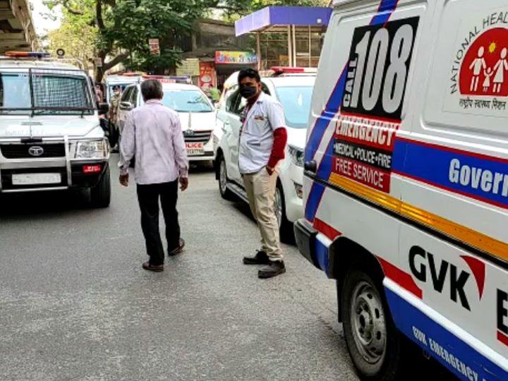રાત્રિ દરમિયાન એમ્બ્યુલન્સમાં કુદી ગયેલાનું સારવાર દરમિયાન સિવિલમાં મોત નીપજ્યું હતું. - Divya Bhaskar