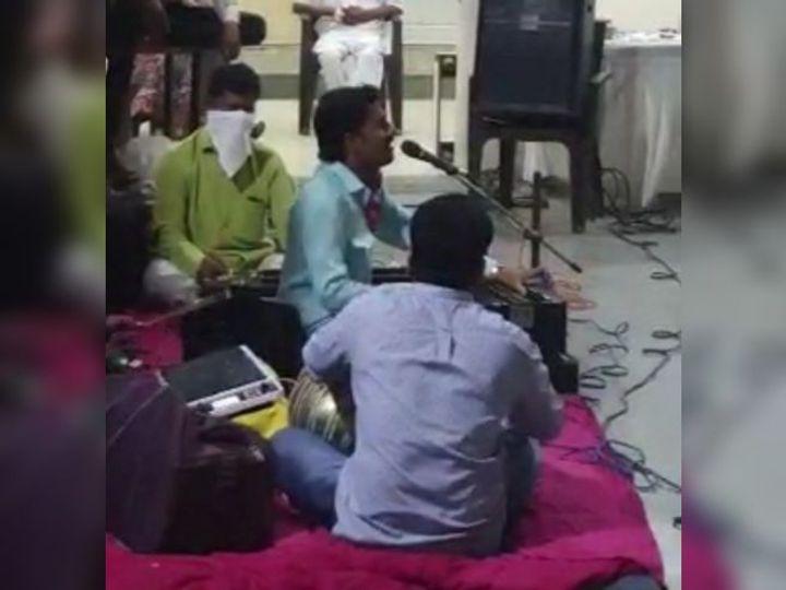 કોવીડ ક્વોરન્ટાઇન સેન્ટરમાં દર્દીઓના મનોરંજન માટે કાર્યક્રમ યોજાયો - Divya Bhaskar