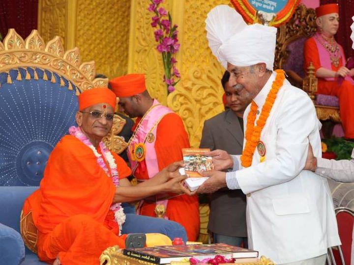જિતેન્દ્રિયપ્રિયદાસજી સ્વામીજી મહારાજે શ્રદ્ધાંજલિ અર્પણ કરી હતી - Divya Bhaskar