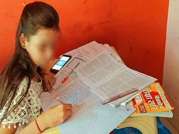 રાયપુરના એક વિસ્તારની વિદ્યાર્થિની - Divya Bhaskar