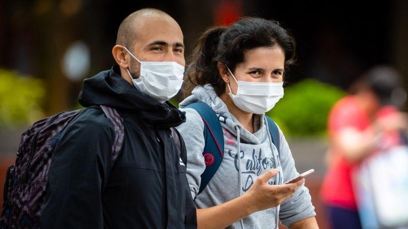 ब्रिटेन में अब मास्क नहीं पहनने वालों के खिलाफ कोई कानूनी कार्रवाई नहीं की जाएगी।