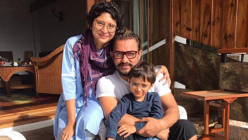 आमिर-किरण अपने बेटे आजाद के साथ।