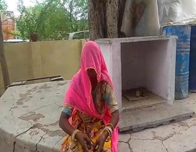 70 साल की महिला को डायन बताकर पड़ौसियों ने पीटा, गुप्तांगों में मिर्च पाउडर डालकर घसीटा|अजमेर,Ajmer - Dainik Bhaskar