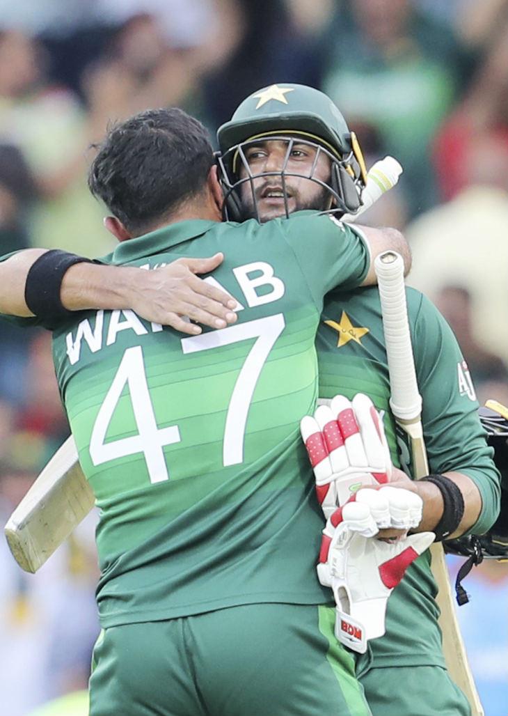 इमाद वसीम और वहाब रियाज ने नाबाद 24 रन की साझेदारी की। - Dainik Bhaskar