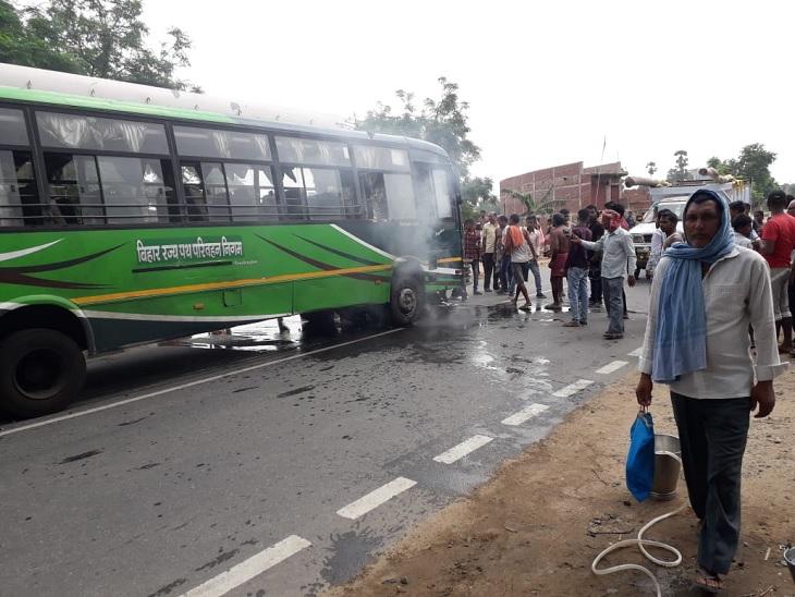 तेज रफ्तार बस ने बाइक को मारी टक्कर, फंसने के बाद 100 मीटर दूर तक घसीटाया युवक|पटना,Patna - Dainik Bhaskar