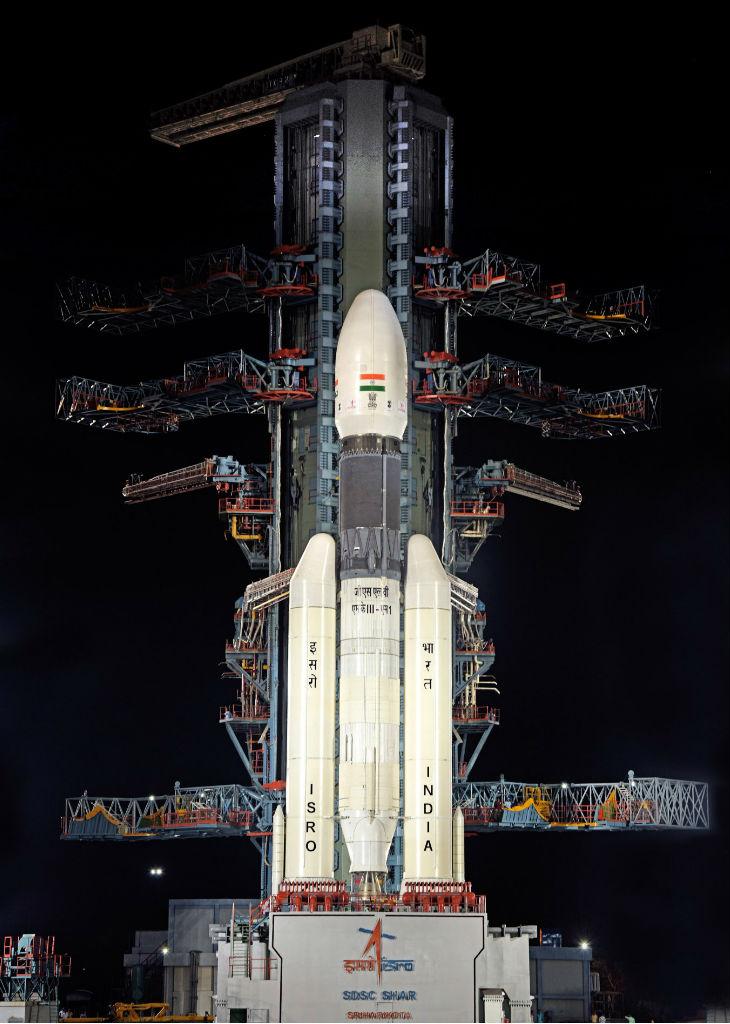लॉन्चिंग में 4 घंटे बाकी, इसरो ने 14 मंजिल ऊंचे बाहुबली जीएसएलवी की तस्वीर जारी कीं|देश,National - Dainik Bhaskar