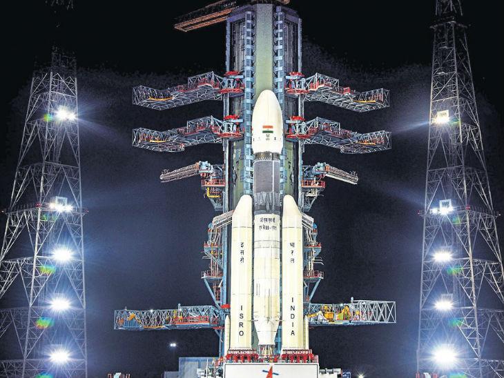 रॉकेट से लिक्विड हाइड्रोजन और ऑक्सीजन निकाल ली गई है। - Dainik Bhaskar