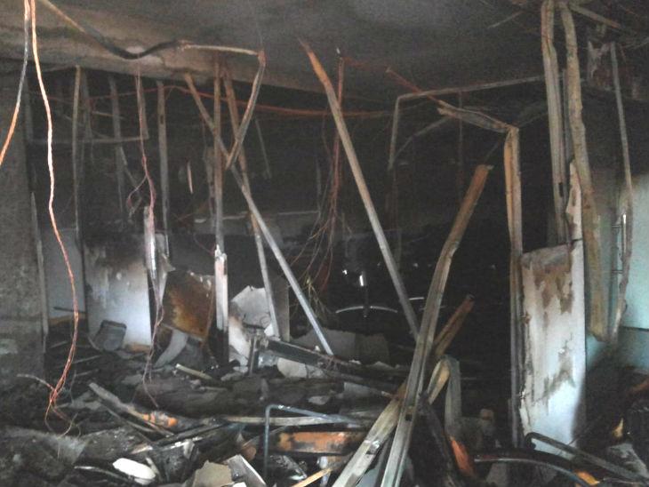 मेट्रो के प्रशासनिक भवन के कार्यालय में लगी आग, दमकल विभाग की गाड़ियां मौके पर|मेरठ,Meerut - Dainik Bhaskar