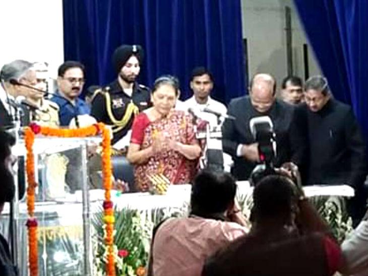 आनंदी बेन पटेल यूपी की 25वीं राज्यपाल बनीं, हाईकोर्ट के चीफ जस्टिस ने दिलाई शपथ|लखनऊ,Lucknow - Dainik Bhaskar
