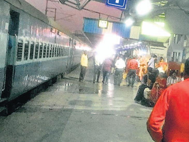 सूरत रेल्वे स्टेशन - Dainik Bhaskar