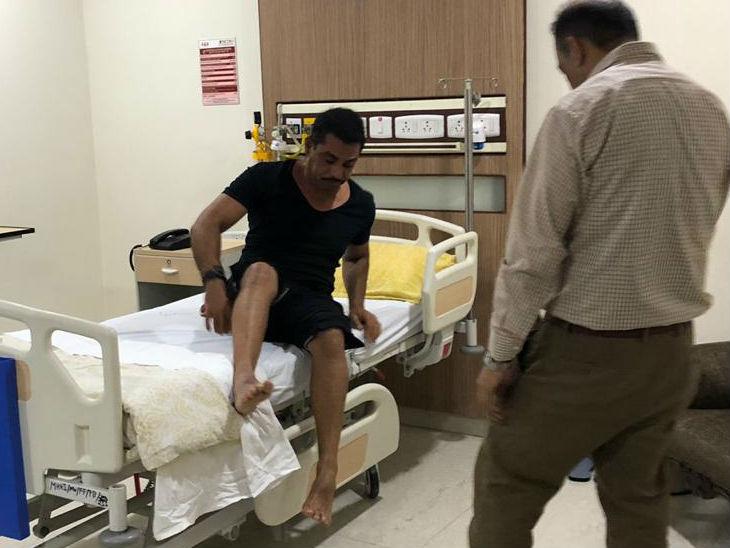 रॉबर्ट वाड्रा नोएडा के मेट्रो अस्पताल से डिस्चार्ज, रात भर पत्नी प्रियंका गांधी रहीं साथ|लखनऊ,Lucknow - Dainik Bhaskar