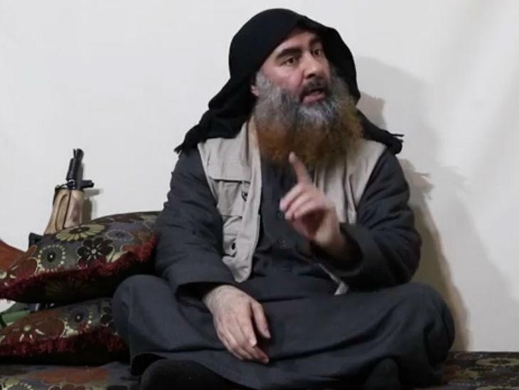 आईएस सरगना अबु बकर अल-बगदादी (फाइल फोटो)। - Dainik Bhaskar