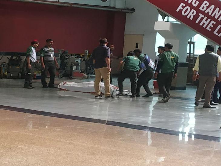 गोल्फकोर्स मेट्रो स्टेशन पर युवक ने ट्रेन के आगे कूदकर की आत्महत्या - Dainik Bhaskar