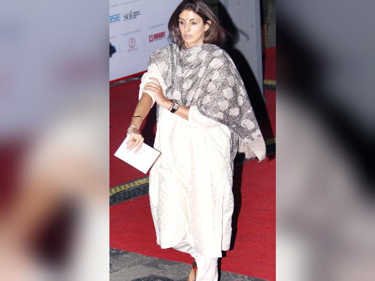 अमिताभ बच्चन की बेटी श्वेता नंदा भी कार्यक्रम में पहुंची।