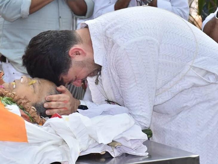 प्रभा का निधन गुरुवार को हो गया। इसके बाद शुक्रवार को उनका अंतिम संस्कार दोपहर 12.30 बजे सांता क्रूज हिन्दू क्रीमेटोरियम में किया गया।
