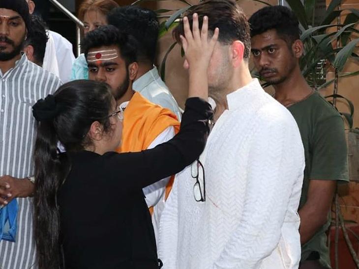 डब्बू की मां के निधन पर रोनित रॉय, हिना खान, आयशा श्रॉफ, अर्जुन रामपाल जैसे सेलेब्स ने मैसेज पोस्ट कर अपनी संवेदना प्रकट की।