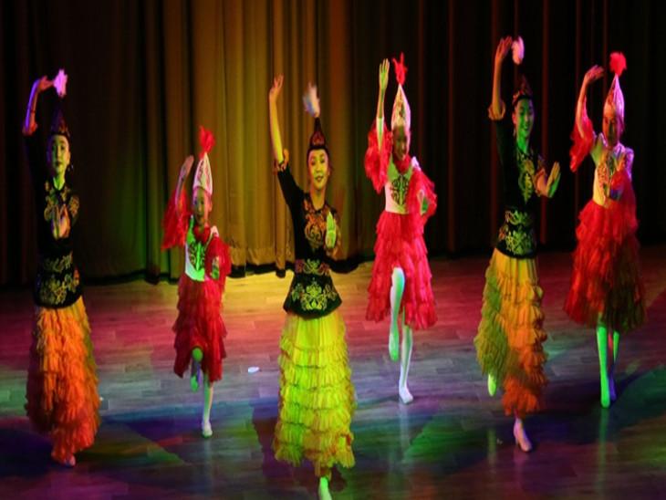 ओंगु नृत्य के माध्यम से देशभक्ति और प्रेम को दर्शाया।