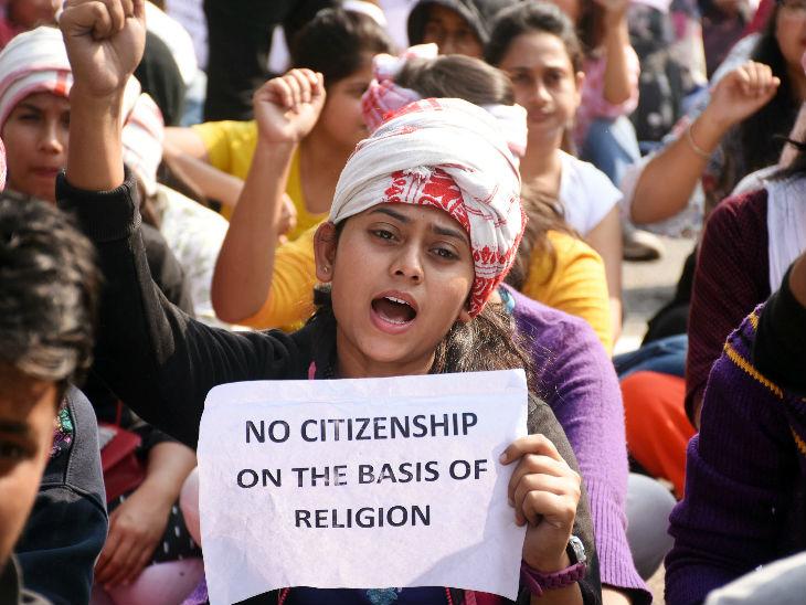 नागरिकता बिल के विरोध में गुवाहाटी में छात्रों ने प्रदर्शन किए।