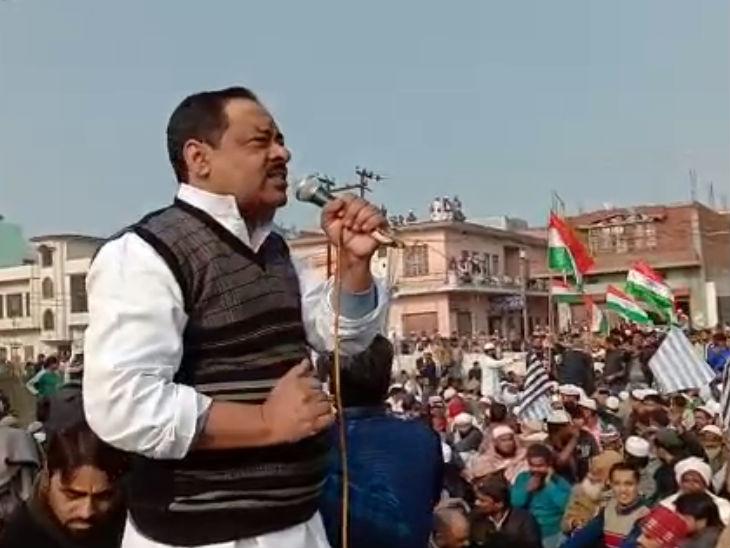 धारा 144 के बावजूद देवबंद में भूख हड़ताल पर बैठे हजारों लोग, कहा- आवाम का दर्द समझिए, कानून वापस लो मेरठ,Meerut - Dainik Bhaskar
