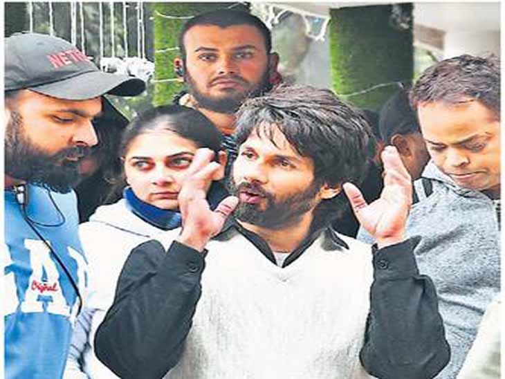 शाहिद कपूर की फिल्म की शूटिंग थी शोरूम के अंदर, बाउंसरों ने इंटरनल रोड पर ही जाने से लोगों को रोका चंडीगढ़,Chandigarh - Dainik Bhaskar
