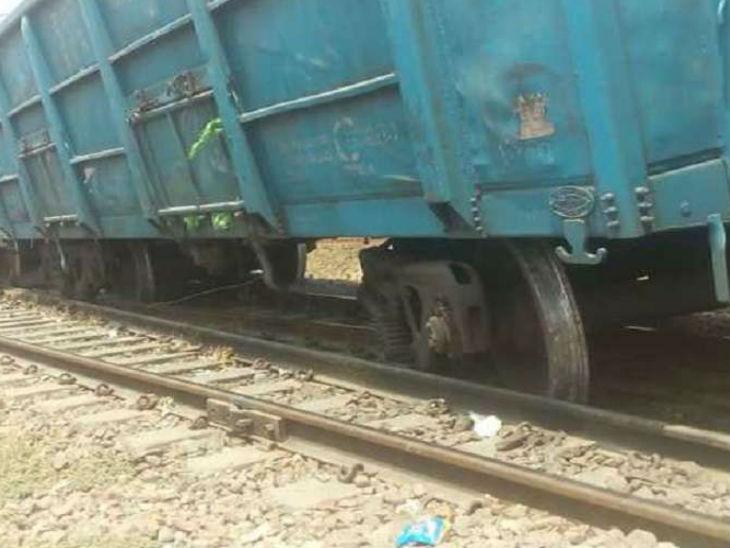 मालगाड़ी के 3 डिब्बे डिरेल, 14 घंटे से डाउन लाइन ठप, अप लाइन से गोरखपुर रूट पर जा रही ट्रेनें|गोरखपुर,Gorakhpur - Dainik Bhaskar