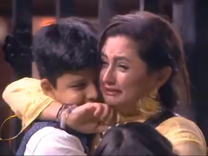 शो के दौरान रोती नजर आईं रश्मि देसाई, सोशल मीडिया पर ट्रेंड किया #YouAreNotAloneRashami टीवी,TV - Dainik Bhaskar