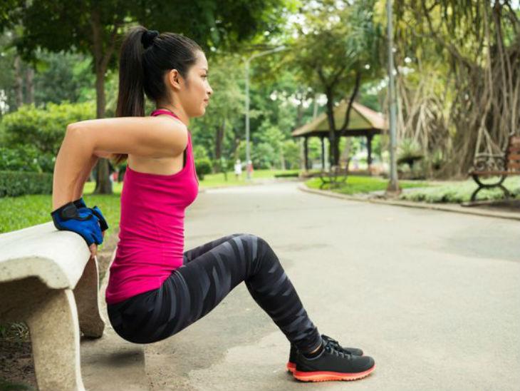 अपर बॉडी पार्ट्स मजबूत करेगी बेंच डिप्स, तनाव कम करने में भी मददगार लाइफस्टाइल,Lifestyle - Dainik Bhaskar