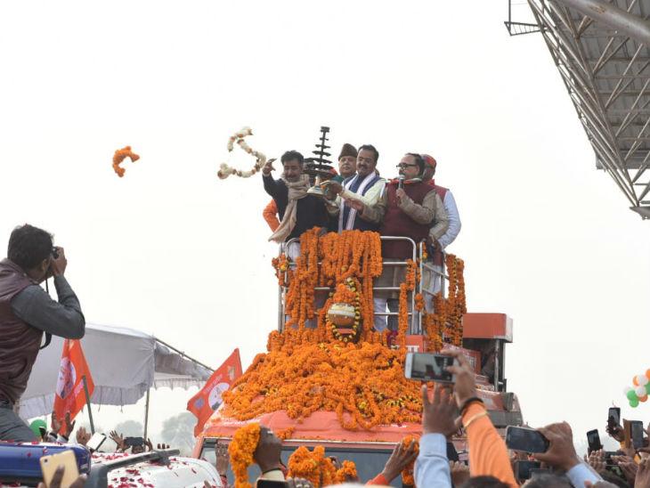 गंगा यात्रा; मेरठ में उपमुख्यमंत्री दिनेश शर्मा और वाराणसी में केशव मौर्य ने गंगा पूजन किया, कई जगहों पर हुआ भव्य स्वागत|वाराणसी,Varanasi - Dainik Bhaskar