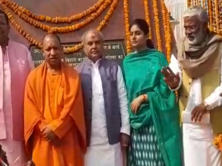 गंगा यात्रा; योगी ने मां विन्ध्यवासिनी के दरबार में की पूजा अर्चना, कहा- गंगा हमारी आस्था और अर्थव्यवस्था दोनों से जुड़ी हैं|वाराणसी,Varanasi - Dainik Bhaskar