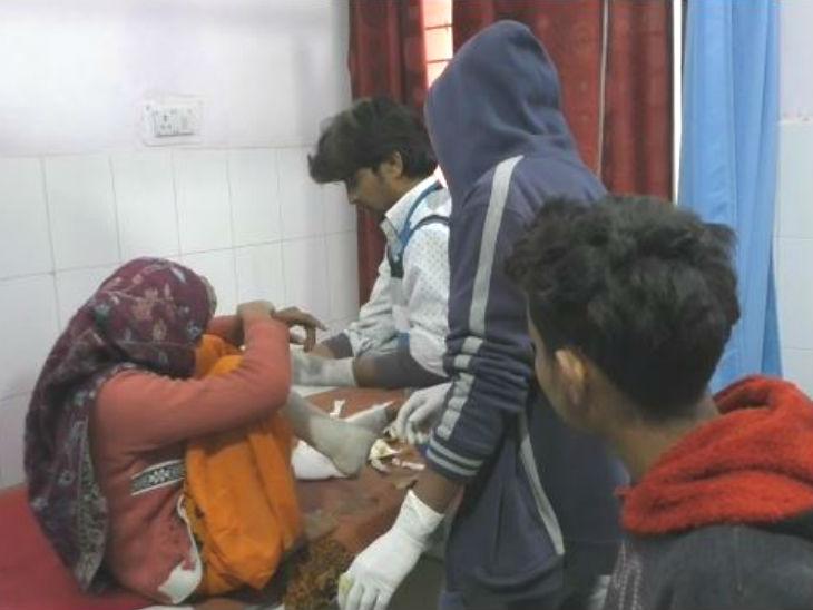 पीड़ित लड़की को अस्पताल में भर्ती करवाया गया है। - Dainik Bhaskar