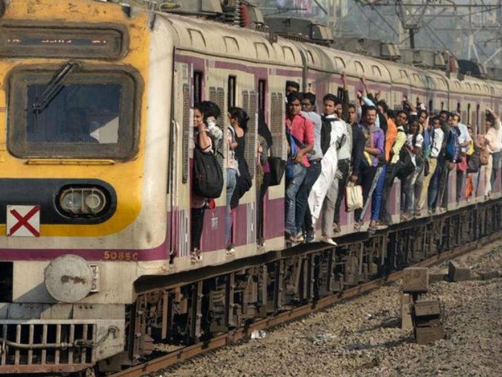डिब्बे में भीड़ के कारण चलती लोकल ट्रेन से गिरे 3 यात्री; एक की मौत, दो की हालत गंभीर मुंबई,Mumbai - Dainik Bhaskar