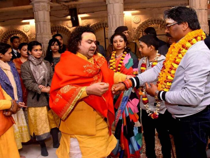 झारखंड के मुख्यमंत्री हेमंत सोरेन ने परिवार संग देखी गंगा आरती, कहा- नदियों का संरक्षण करना हम सबका दायित्व|वाराणसी,Varanasi - Dainik Bhaskar