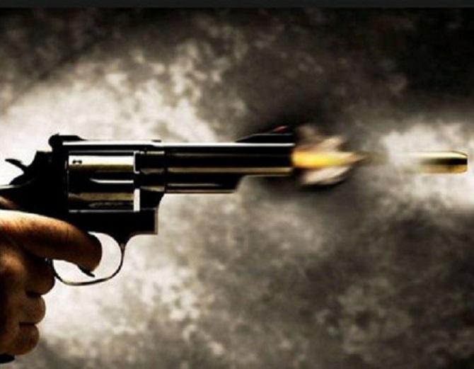 कोर्ट जाने के दौरान अपराधियों ने वकील को मारी गोली, गंभीर हालत में गोरखपुर रेफर|पटना,Patna - Dainik Bhaskar