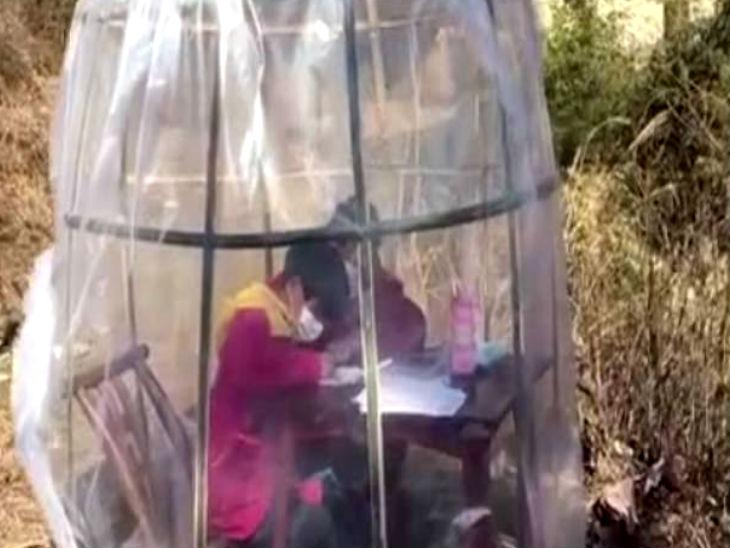 महिला ने एंटी-कोरोनावायरस टेंट बनाया ताकि बेटी घर के बाहर ऑनलाइन पढ़ाई कर सके| - Dainik Bhaskar