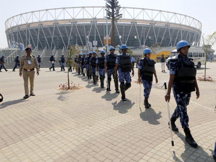 ट्रम्प के दौरे से पहले अहमदाबाद के मोटेरा स्टेडियम में सुरक्षा व्यवस्था कड़ी। - Dainik Bhaskar