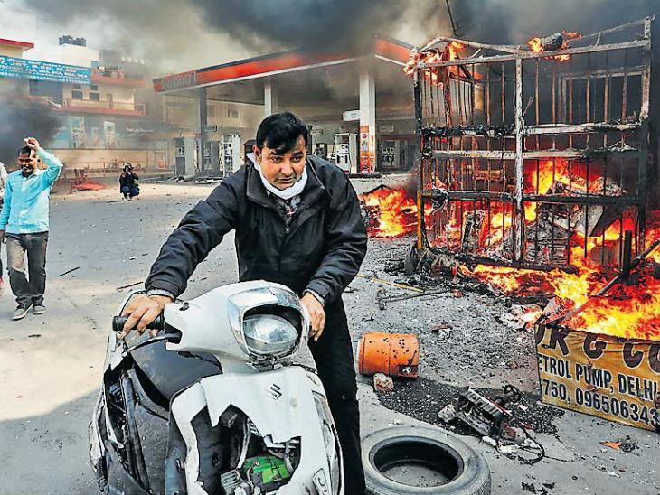दावा- फोर्स की कमी से हिंसा बढ़ती रही; 3 घंटे बाद पुलिस कमिश्नर बोले- हमारे पास पर्याप्त बल दिल्ली + एनसीआर,Delhi + NCR - Dainik Bhaskar